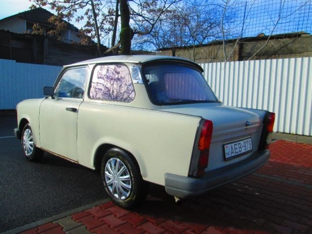 189746271 2 644x461 trabant 11 masina de cult mini al blocului comunist fotografii