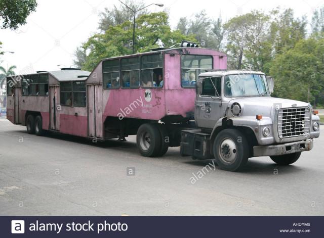 la habana cuba camello un autobus publico hecha un camion llamado camello ahdym6
